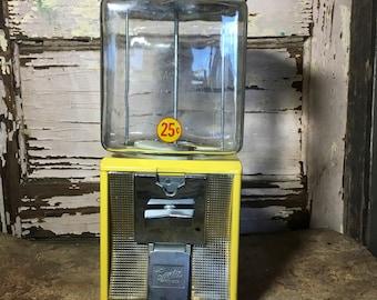 Vintage Northwestern Curtis 25 cent GumBall Machine with Glass Globe 118-5