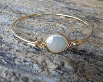 Bangle Bracelet, Pearl Bangle, Bridesmaid Pearl Bangle, Mother of the Bride Gift, Wedding Jewelry, Bridesmaid Gift, Stacking Bangle
