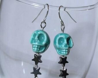 Skull and star dangle earrings
