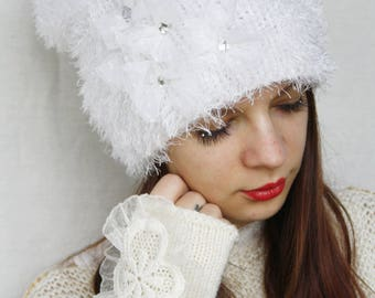 Bridal beanie Wedding White knitted hat Fuzzy hat Slouchy beanie Shaggy Knit winter hat Winter wedding Tulle hat White wool hat Stylish hat
