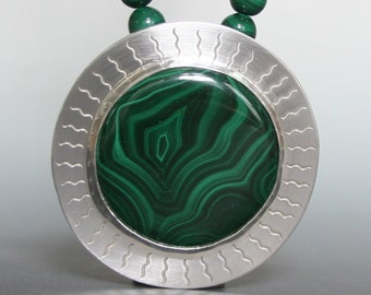 Malachite Metalwork Pendant Necklace with flower pattern