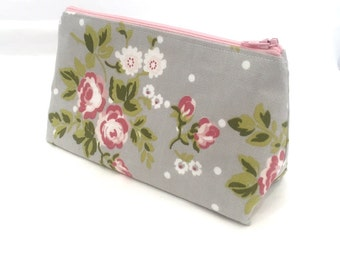 Floral Makeup Bag / Vintage Cosmetic Bag - Pale Grey With White Spots and Pink Cabbage Roses - Present for her