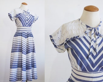 1930s Striped Cotton Day Dress // Eyelet // Keyhole Neckline // Blue White Chevron Print // Extra Small