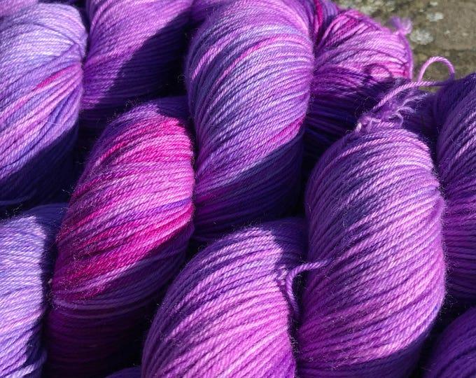 100g Superwash Merino / Nylon Sock Yarn 4 ply, fingering, hand dyed in Scotland, purple violet variegated