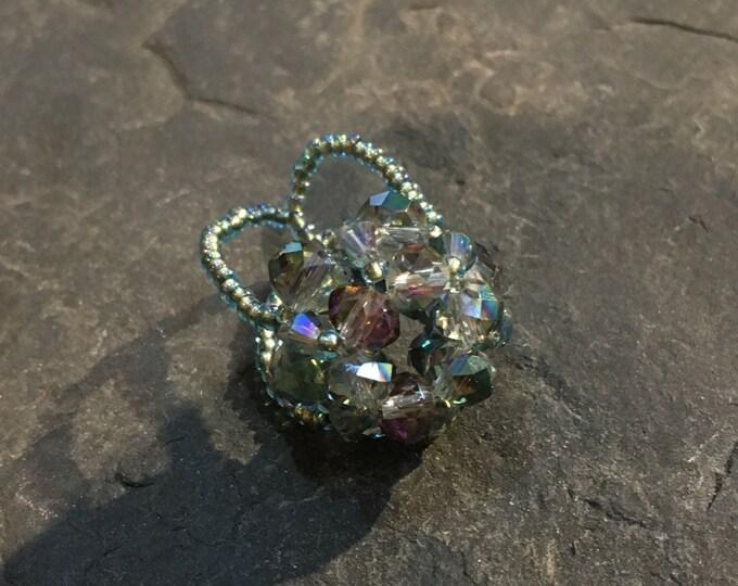 Handgemachter Perlen Ring aus Toho Perlen und Glasperlen.
