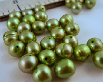 Freshwater Pearls pea green 16 inches