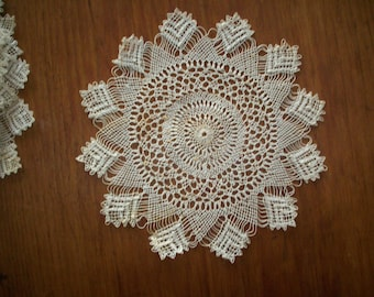 1 Fine hand done lace round doily
