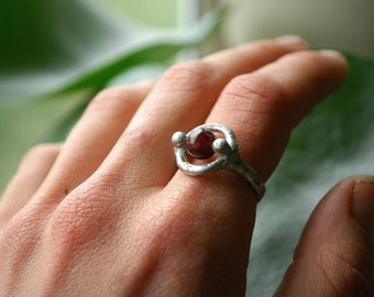 Spinner ring | Garnet silver fidget ring | Crystal meditation ring | Fidget jewelry | Anxiety | Crystal bead ring | Size US 7.75 / UK P-Q