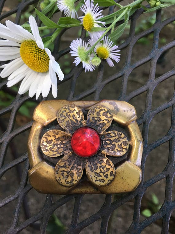 Vintage Boho Bronze Tone Rectangular Modernist Mid Century Design Daisy Flower Brooch with Red Jewel Cut Lucite Center