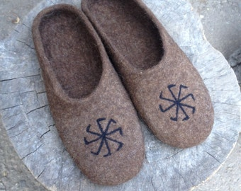 Men's felted wool slippers, Men's house shoes, Black Brown , Natural wool house shoes, Felted clogs, Handmade wool slippers