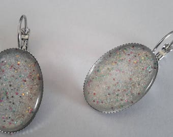 Earrings cabochon oval ´oreilles has multicolored sequins on white/gray Pearl