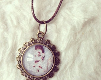 Necklace cameo with authentic Photogeaphie photo