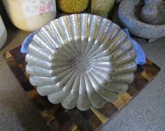 Vintage Fluted Cake Tin - Scalloped Pan - Jello Mold - Brioche Pan