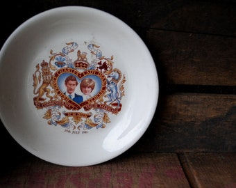 Crown trent , vintage 80s,  souvenir, small plate , commemorates the 29 July 1981 ,wedding of the Prince Charles and Lady Diana.