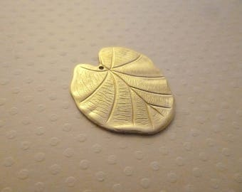 Print 40 x 28 mm golden lotus leaf pendant