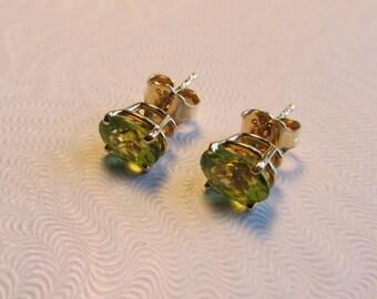 New Hand Made 14k Gold Peridot Post Stud Earrings 1.29g