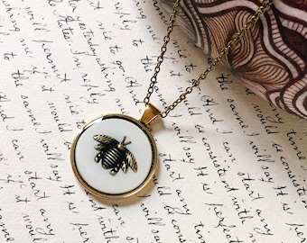 QUEEN BEE pendant with ivory color background, insect jewelry, dark mori, goth style, dark elegant, gift for her, anniversary gift