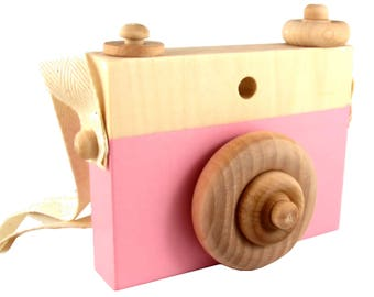 Pink Wooden Camera Toy with push button - Pink Natural wood toy camera with rotatable lens