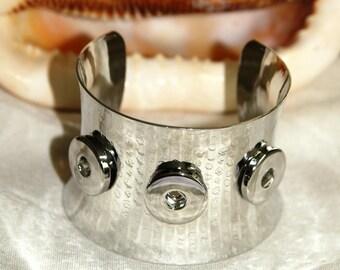 X 1 rigid Cuff Bracelet for snap lead and nickel free