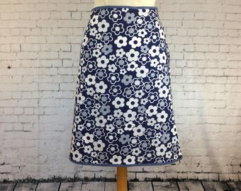 Aline summer cotton skirt, navy and white daisy print.