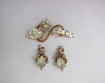 Gorgeous Trifari Gold and Rhinestone Pin and Matching Earrings Set (16)