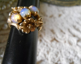 Vintage Ring 3 Gorgeous Opal Stones And Golden Flowers On Each Side Vintage Jewelry
