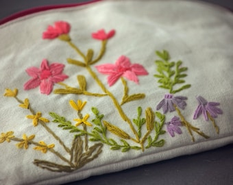 Spring flowers zipper pouch, floral coin purse, fluer pencil case, pink flowers cosmetic bag, hand embroidered gadgetcase