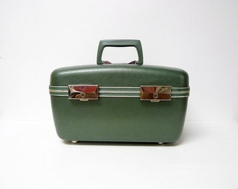 LET'S GO, GREEN! . 70s vintage green  make up travel case