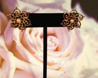 Vintage Filigree and Pearl Earrings, Pearl Screw Back Earrings, Gold Filigree Snowflake Earrings