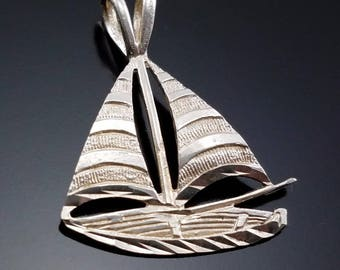 Vintage Sterling Silver Sailboat Necklace Pendant Charm Estate Jewelry