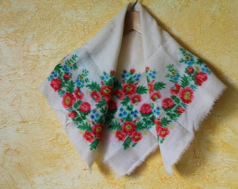 Vintage ukrainian shawl. Wool floral scarf. White shawl. Made in USSR. Shawl with flowers. Slavic floral design. Soviet vintage Scarf
