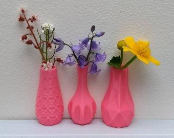 Set of three magnetic vases