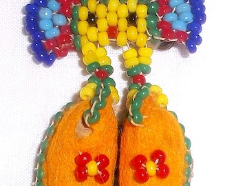 Vintage 1950's Native American Beaded Miniature Moccasins Pin or Brooch - Estate Find