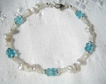 Beautiful Moonstone, Apatite and Pearl Bracelet