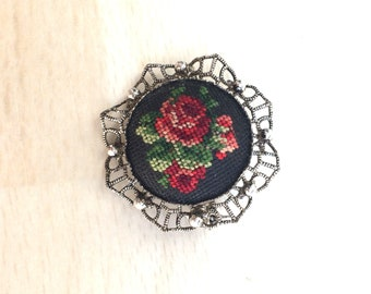 Vintage Retro jewelry retro old micro petit point black round metal brooch as ladies accessory gift Jewelry