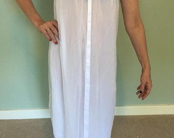 A Beautiful Vintage, 1970's French-Made Elegant Night Dress/Negligee, Medium-Sized