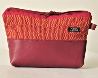 small bag, Necessaire or clutch, handwoven with leather bottom