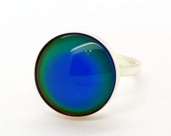 ON SALE Liquid Crystal Glass Silver Mood Ring, Size 9.5