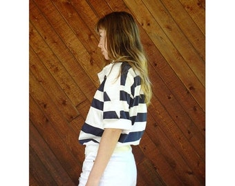 EXTRA 20% OFF SALE.... Nautical Wide Stripe s/s Navy Sailing Top - Vintage 90s - S/M