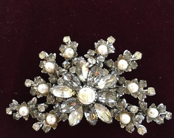 Freshwater pearl and crystal brooch