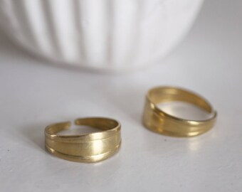 Adjustable brass ring raw ring with grooves
