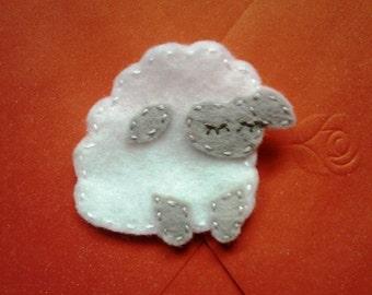 Felt sheep brooch / pin