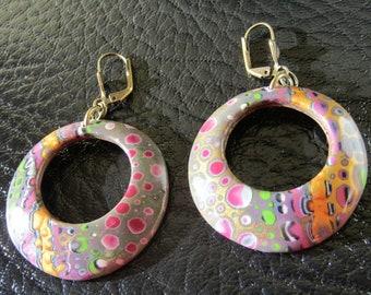 Boucles d'oreilles en argile polymère rose et or