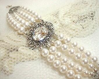 Vintage bridal bracelet, Pearl bracelet, Wedding jewelry, Swarovski pearls, Swarovski crystal bracelet, Cuff Bracelet, Oval bracelet