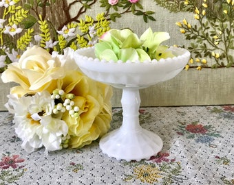 Vintage Milk Glass Bowl Milk Glass Candy Dish for Wedding Vintage Wedding Bowl Pedestal Bowl Candy Buffet Candy Bar Cottage Decor White Dish