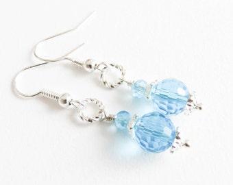 Small blue crystal earrings, girls clip on earrings, flower girl jewelry, kleine blauwe oorbellen, meisjes clip oorbellen