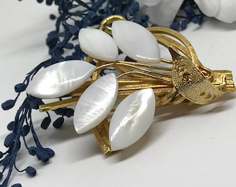 1950s Brooch. Vinatge Gold Brooch Bouquet with Carved Shell Leaves.