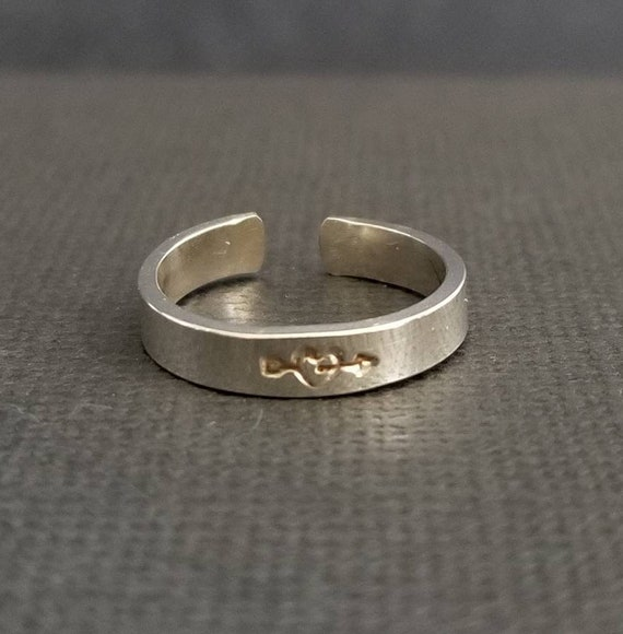 Sterling Silver Arrow Stamped Toe Ring, Arrow Through My Heart, 3mm wide, toe ring, Body Jewelry, made in canada, handstamped jewelry