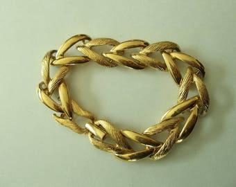 Vintage Monet Gold Tone Textured Shiny Link Bracelet