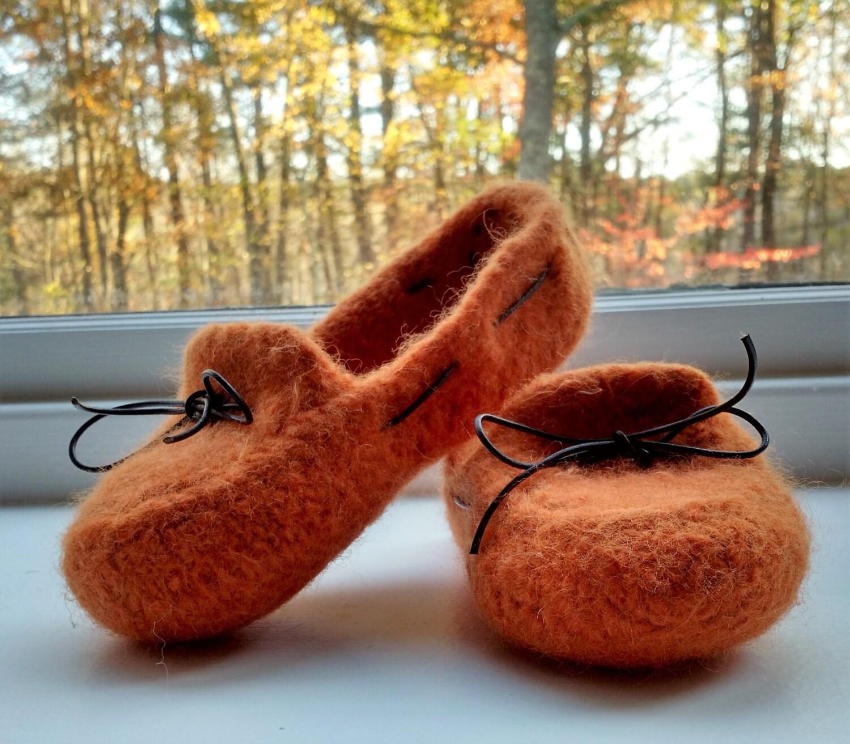 Slippers Women\'s Felted Mocs - knitting pattern bulky yarn - DIY ...